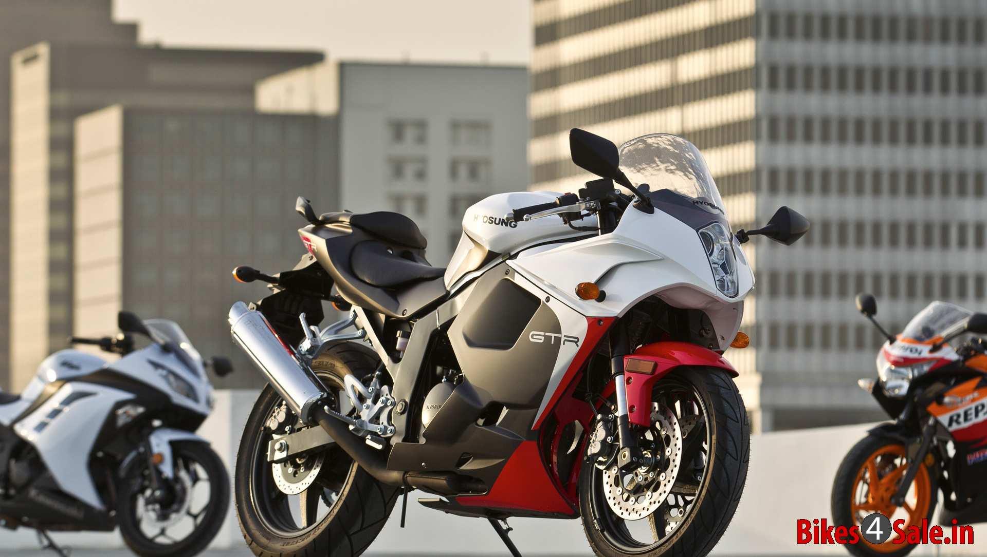 Kawasaki Ninja 300 Vs Honda CBR 250R Vs Hyosung GT250R